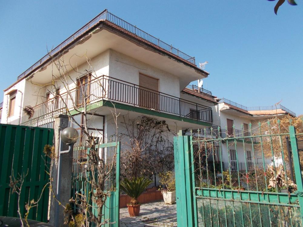 Vendesi appartamenti in complesso plurifamiliare su 2 for Appartamenti a 2 livelli