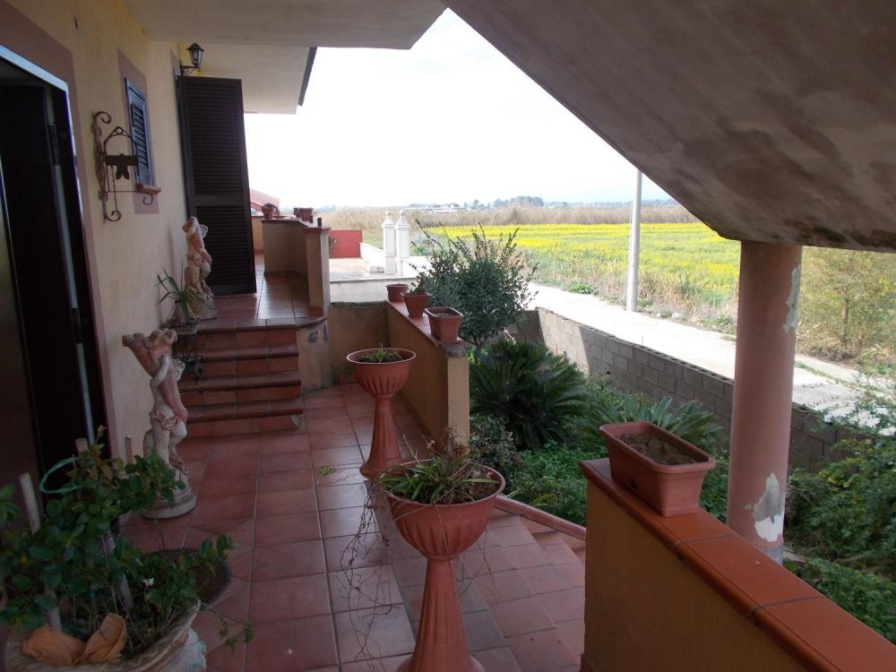 FITTASI - Villa indipendente su piano rialzato con ampio ...