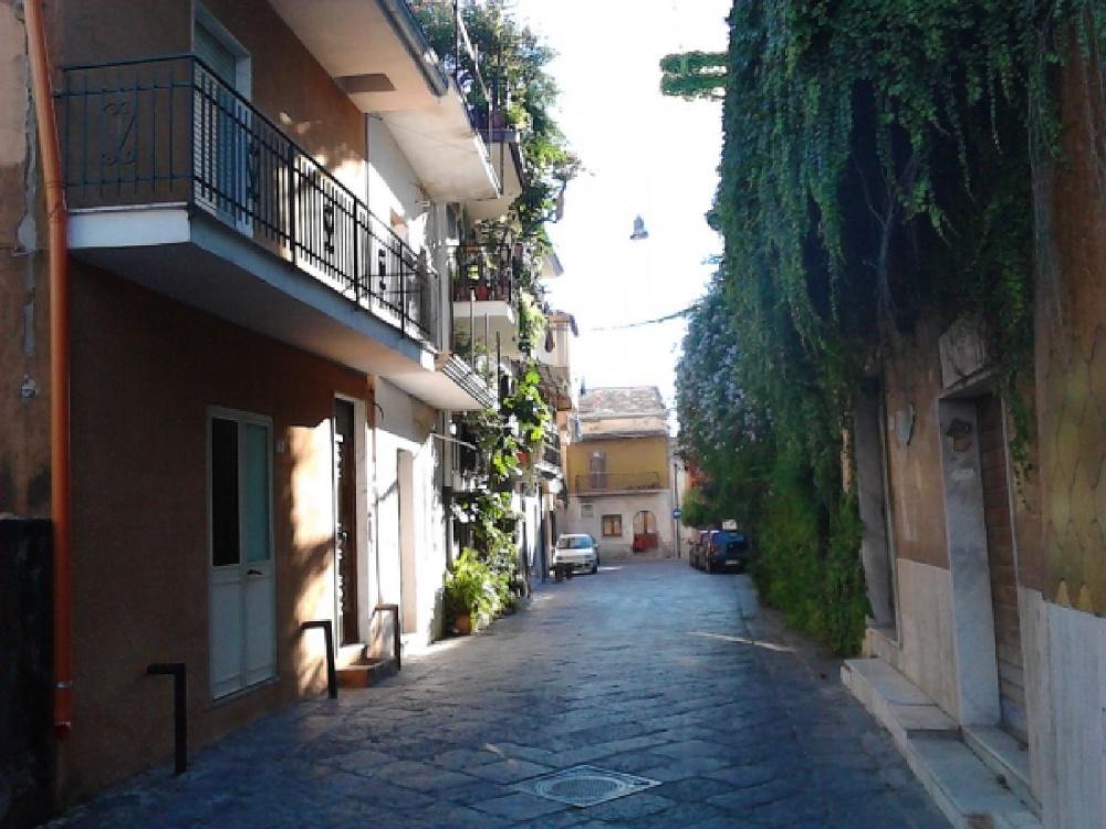 Vendesi appartamento di 3 piani centro storico for Piani di casa artigiano storico